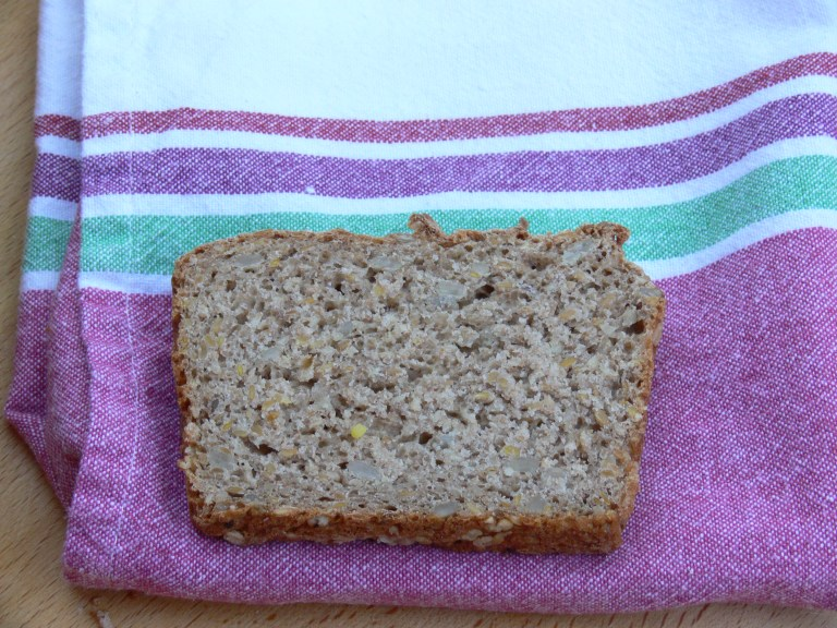 Rebanada pan de espelta y trigo sarraceno