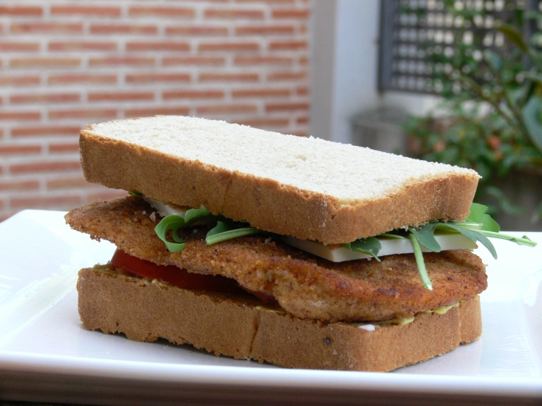 Bocadillo con pan de espelta blanca en panificadora - El clan de los sin trigo