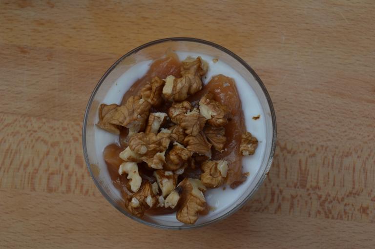 Yogur con mermelada de membrillo sin azúcar y nueces - El clan de los sin trigo