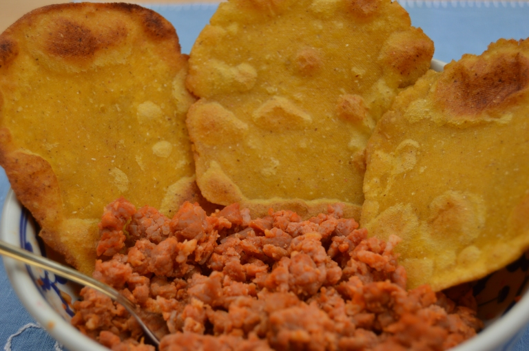 Tortos de maíz con picadillo