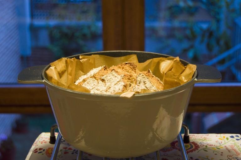Pan espelta en cazuela hierro fundido