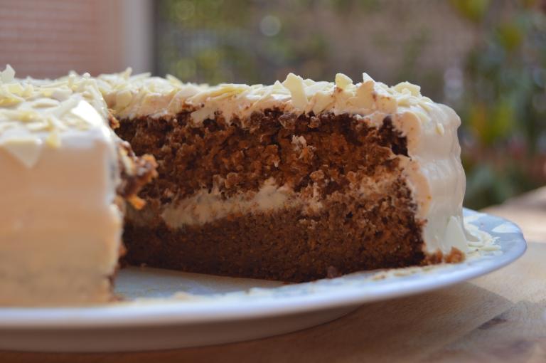 Carrot cake - Tarta de zanahoria con espelta y panela